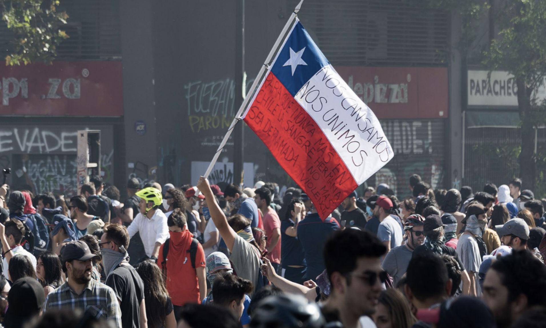 Os protestos no Chile começaram nos dias 17 e 18 de outubro. (Crédito: Carlos Figueroa)
