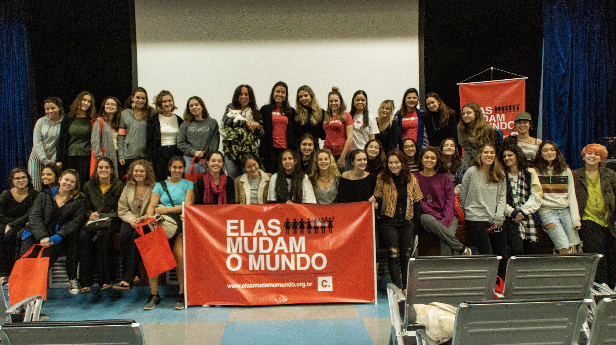 O workshop que faz parte de um programa internacional de empoderamento de mulheres foi realizado na Escola Gracinha, na última sexta-feira (24) (Imagem: Fábio Mendes Teixeira/Coletivo UNI)